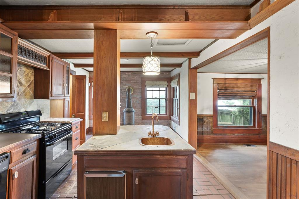 803 Nash  Street, Terrell, Texas 75160 - acquisto real estate best realtor dallas texas linda miller agent for cultural buyers