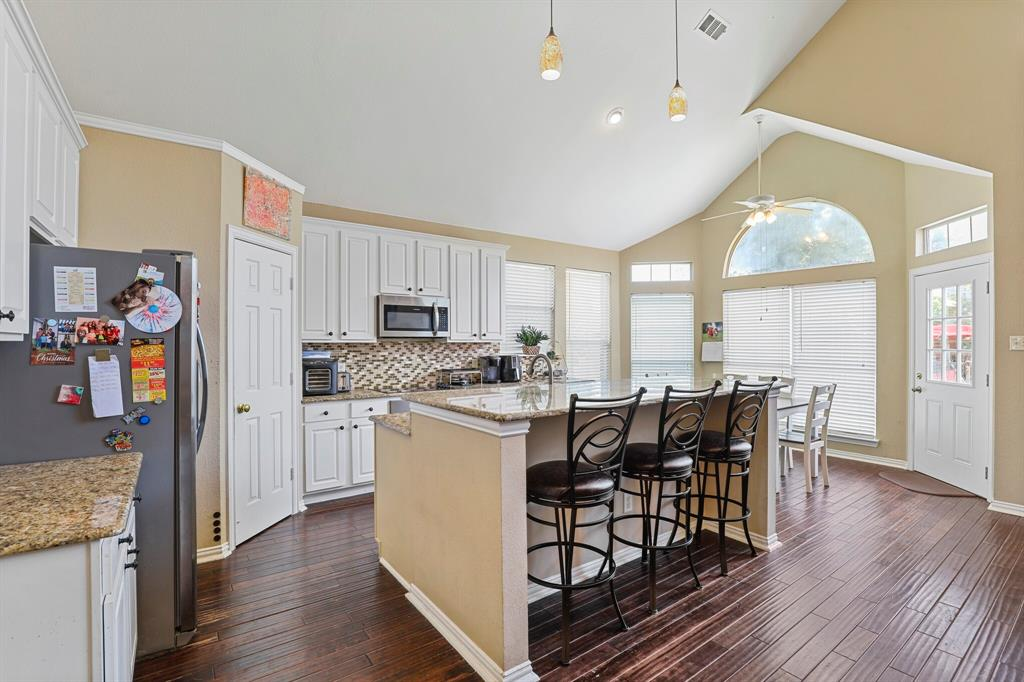 4204 Debbie  Drive, Grand Prairie, Texas 75052 - acquisto real estate best new home sales realtor linda miller executor real estate
