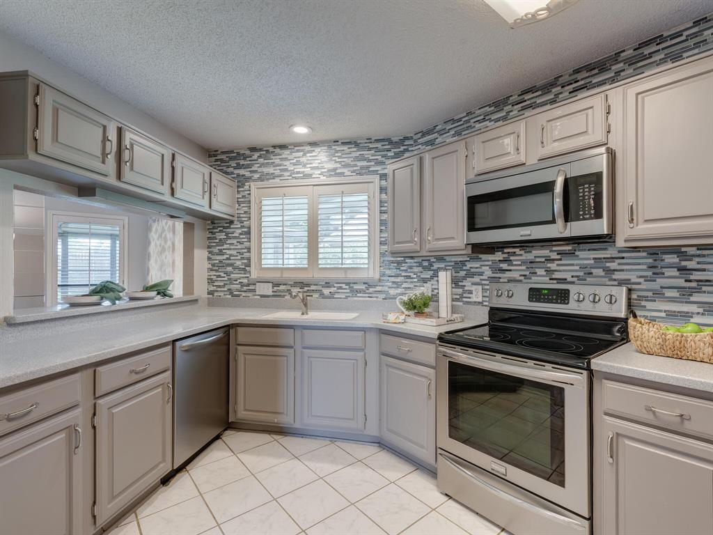 1409 Autumn Chase  Square, Bedford, Texas 76022 - acquisto real estate best highland park realtor amy gasperini fast real estate service