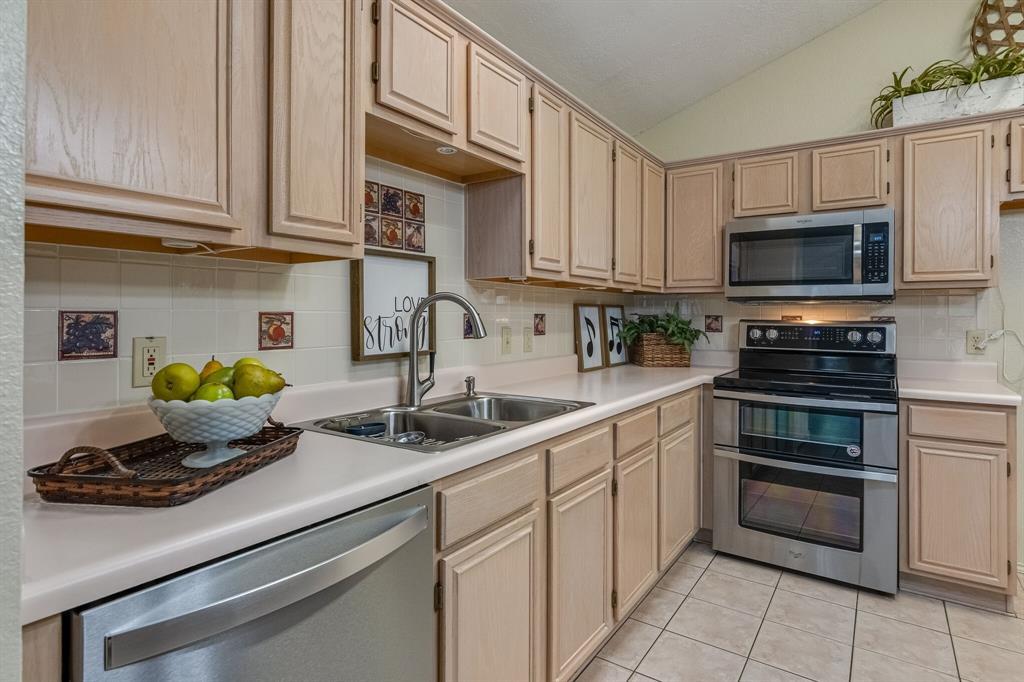 415 Sea Rim  Drive, Arlington, Texas 76018 - acquisto real estate best listing listing agent in texas shana acquisto rich person realtor