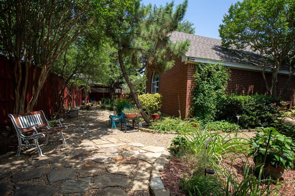 8817 Trails Edge  Drive, North Richland Hills, Texas 76182 - acquisto real estate best plano real estate agent mike shepherd