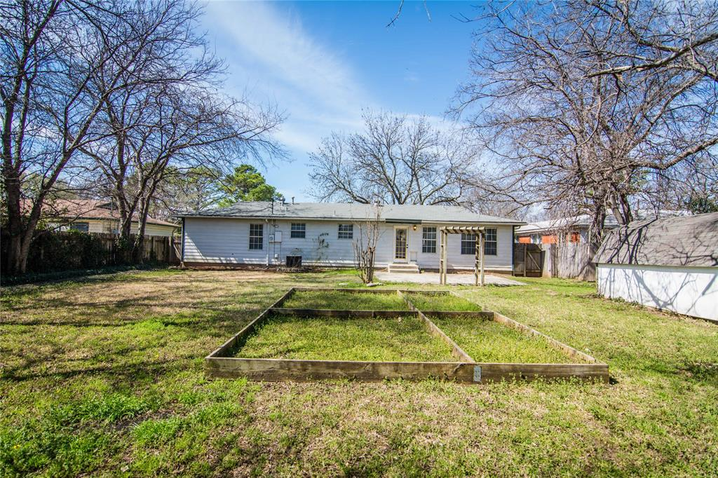 928 Dora  Street, Bedford, Texas 76022 - acquisto real estate best photos for luxury listings amy gasperini quick sale real estate