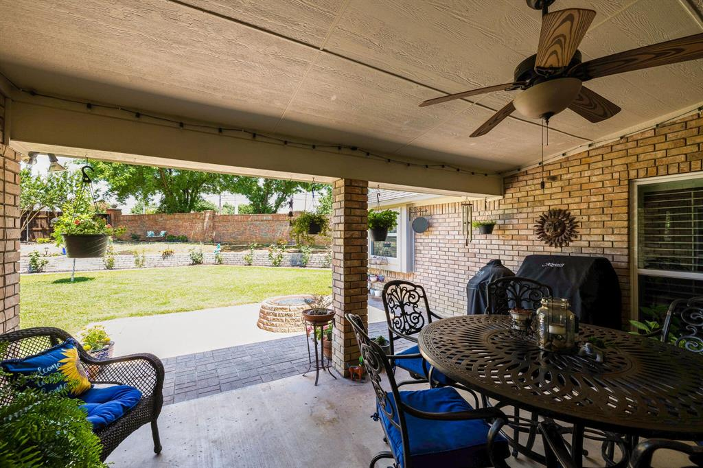 2701 Cedar Springs  Court, Bedford, Texas 76021 - acquisto real estate agent of the year mike shepherd