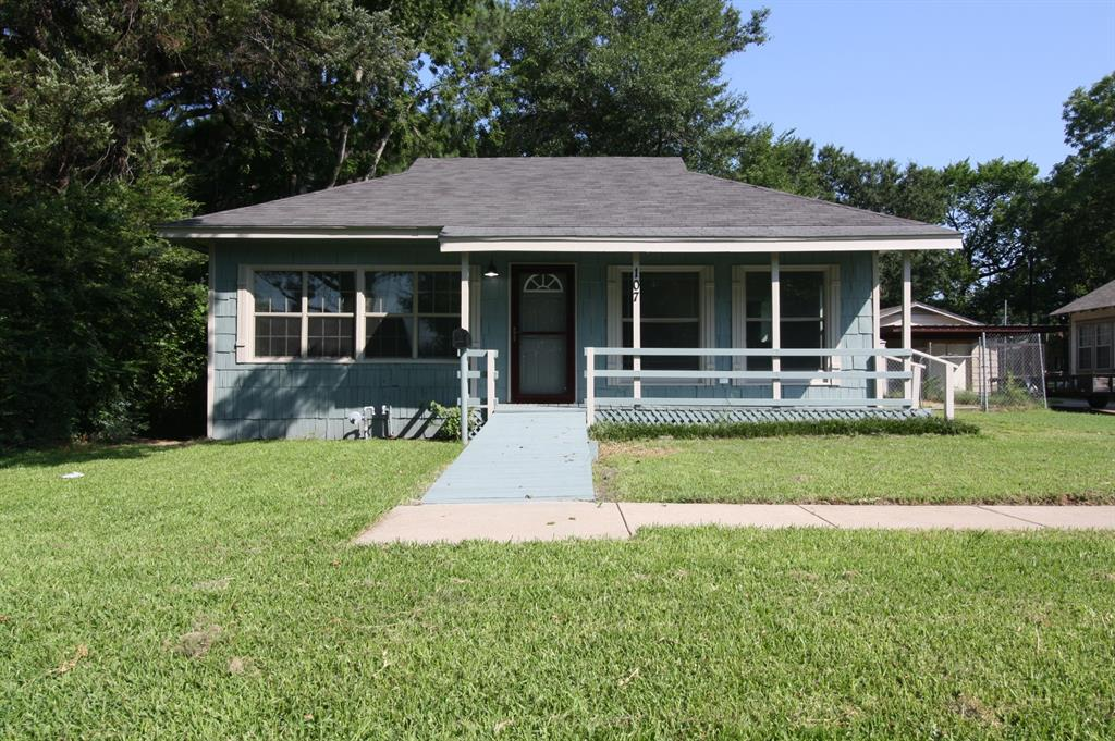 107 Westvue  Street, Terrell, Texas 75160 - Acquisto Real Estate best plano realtor mike Shepherd home owners association expert
