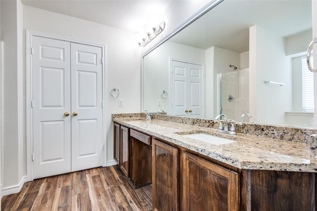 5913 Meadowglen  Drive, Denton, Texas 76226 - acquisto real estate best realtor foreclosure real estate mike shepeherd walnut grove realtor