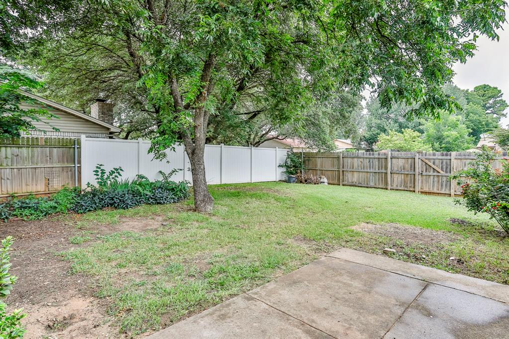 2800 Treeview  Drive, Arlington, Texas 76016 - acquisto real estate best frisco real estate agent amy gasperini panther creek realtor