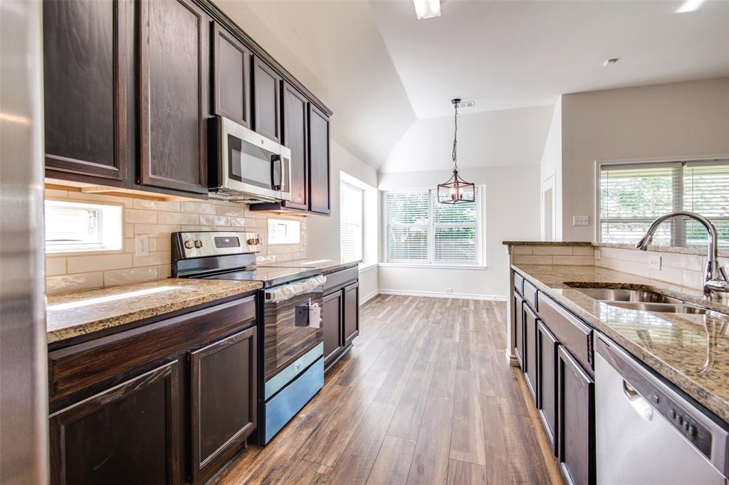 5913 Meadowglen  Drive, Denton, Texas 76226 - acquisto real estate best celina realtor logan lawrence best dressed realtor
