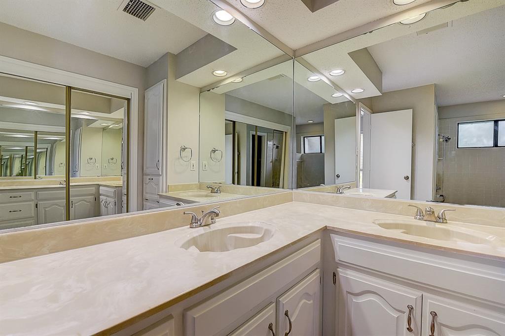 405 Kingsbridge  Court, Garland, Texas 75040 - acquisto real estate best highland park realtor amy gasperini fast real estate service