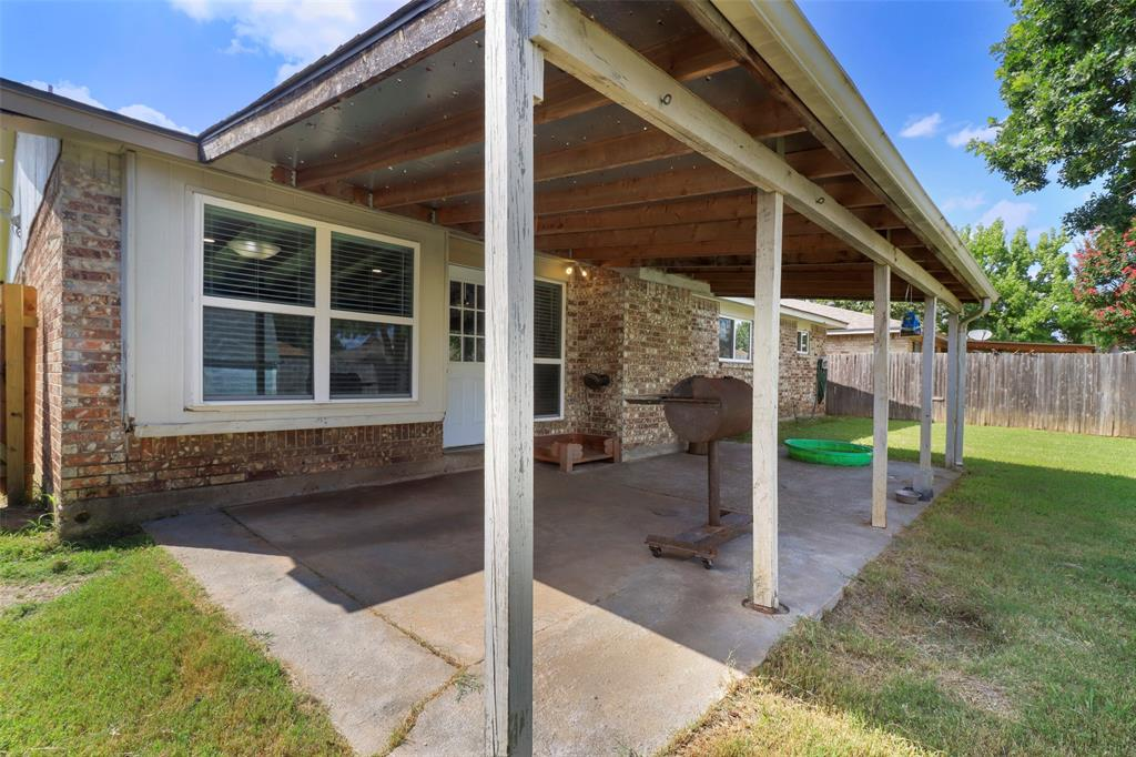 5303 Smoke Tree  Drive, Arlington, Texas 76018 - acquisto real estate best plano real estate agent mike shepherd