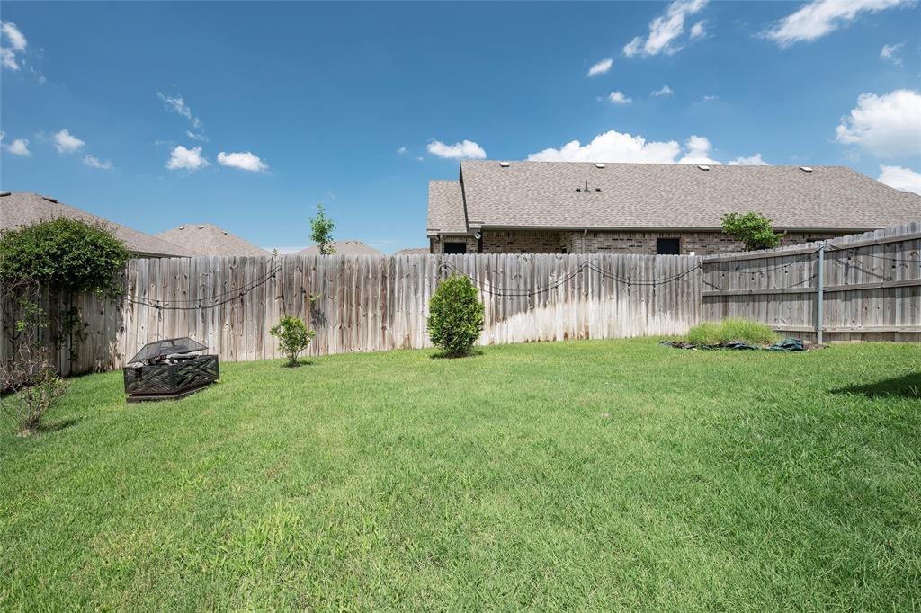 9 Bluebird  Lane, Sanger, Texas 76266 - acquisto real estate best negotiating realtor linda miller declutter realtor