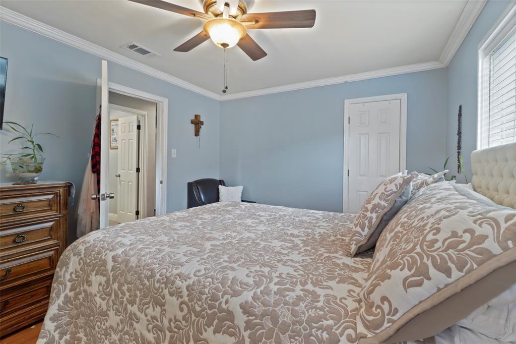 5303 Smoke Tree  Drive, Arlington, Texas 76018 - acquisto real estate best realtor dfw jody daley liberty high school realtor