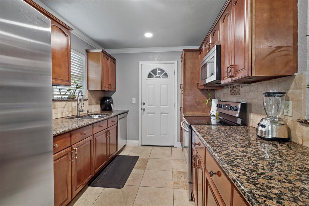 5303 Smoke Tree  Drive, Arlington, Texas 76018 - acquisto real estate best listing listing agent in texas shana acquisto rich person realtor