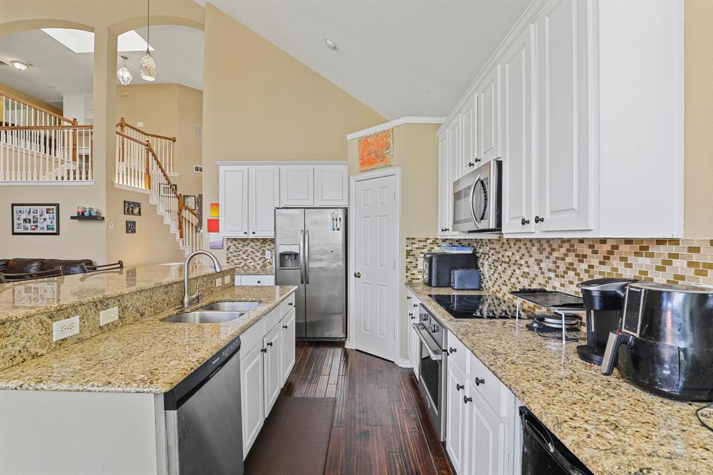 4204 Debbie  Drive, Grand Prairie, Texas 75052 - acquisto real estate best luxury buyers agent in texas shana acquisto inheritance realtor