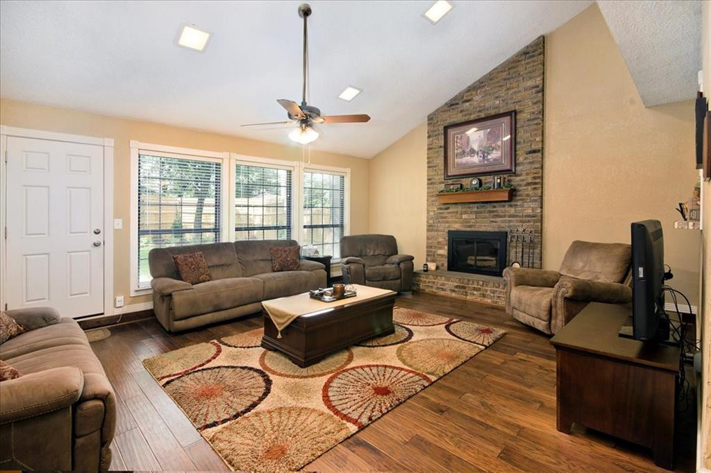 4700 Lone Oak  Drive, Arlington, Texas 76017 - acquisto real estate best real estate company to work for