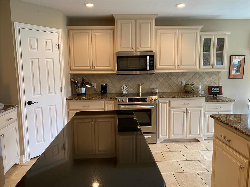 5308 Bello Vista  Drive, Sherman, Texas 75090 - acquisto real estate best negotiating realtor linda miller declutter realtor