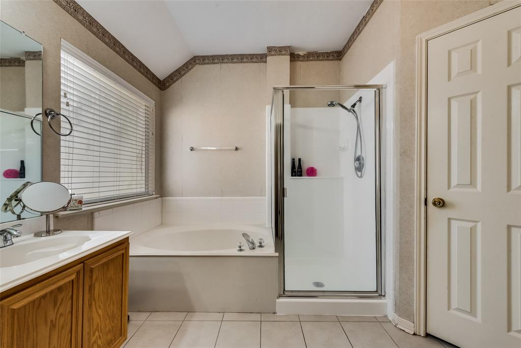 6319 Pierce Arrow  Drive, Arlington, Texas 76001 - acquisto real estate best realtor foreclosure real estate mike shepeherd walnut grove realtor