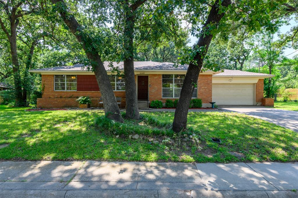 2503 Glenwood  Lane, Denton, Texas 76209 - Acquisto Real Estate best plano realtor mike Shepherd home owners association expert