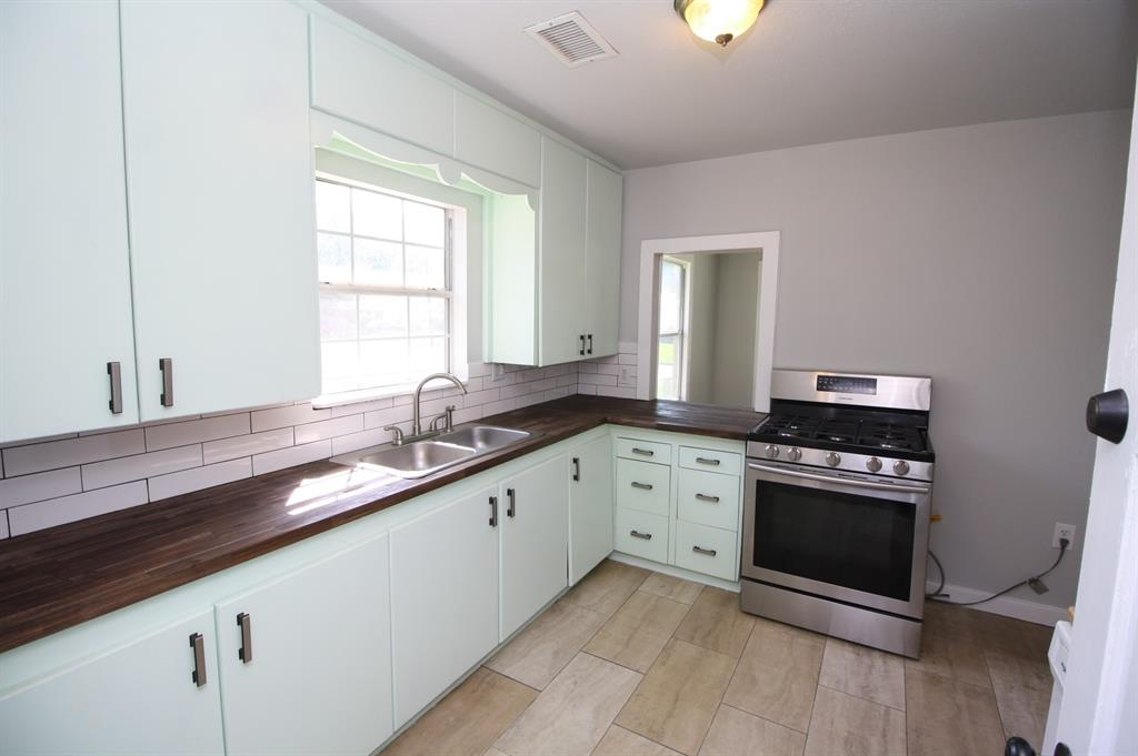 107 Westvue  Street, Terrell, Texas 75160 - acquisto real estate best real estate company to work for