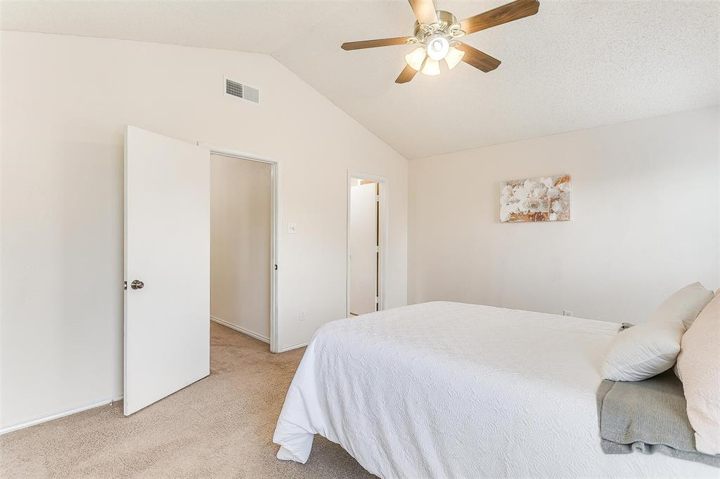 6028 Hillglen  Drive, Watauga, Texas 76148 - acquisto real estate best plano real estate agent mike shepherd