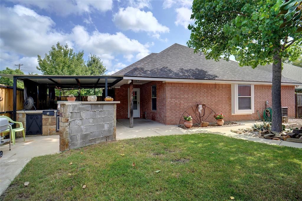 319 6th  Street, Justin, Texas 76247 - acquisto real estate best negotiating realtor linda miller declutter realtor