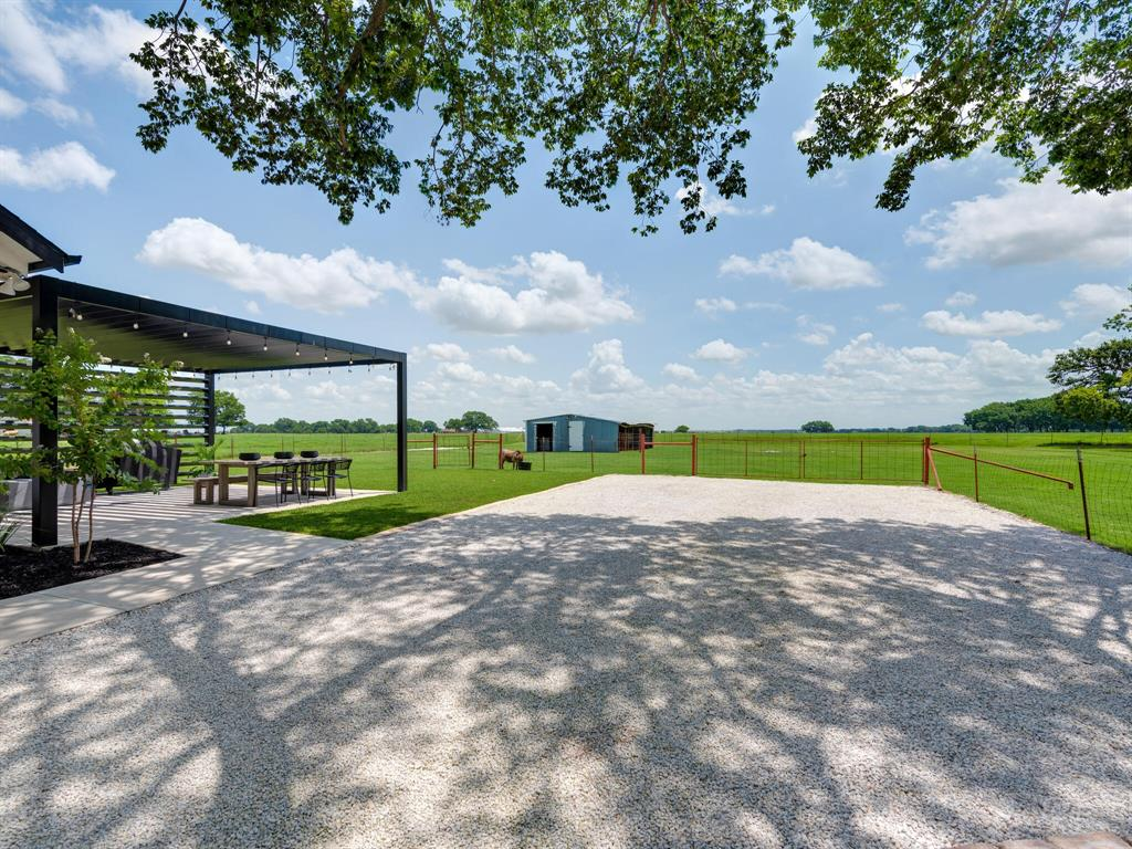 901 Debbie  Lane, Pilot Point, Texas 76258 - acquisto real estate mvp award real estate logan lawrence