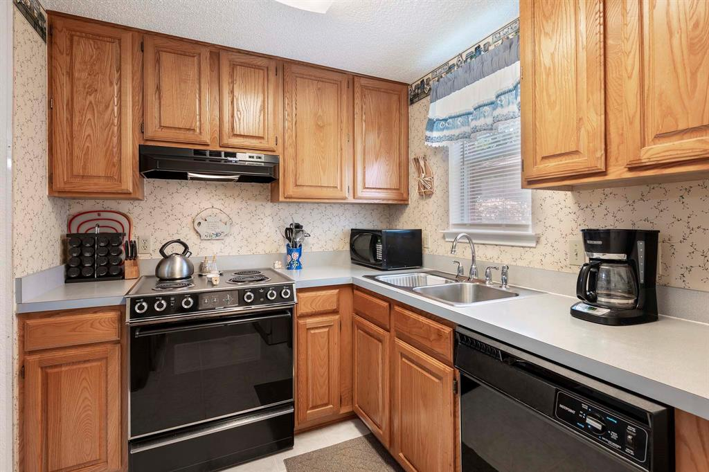 6809 Brookdale  Drive, Watauga, Texas 76148 - acquisto real estate best real estate company to work for