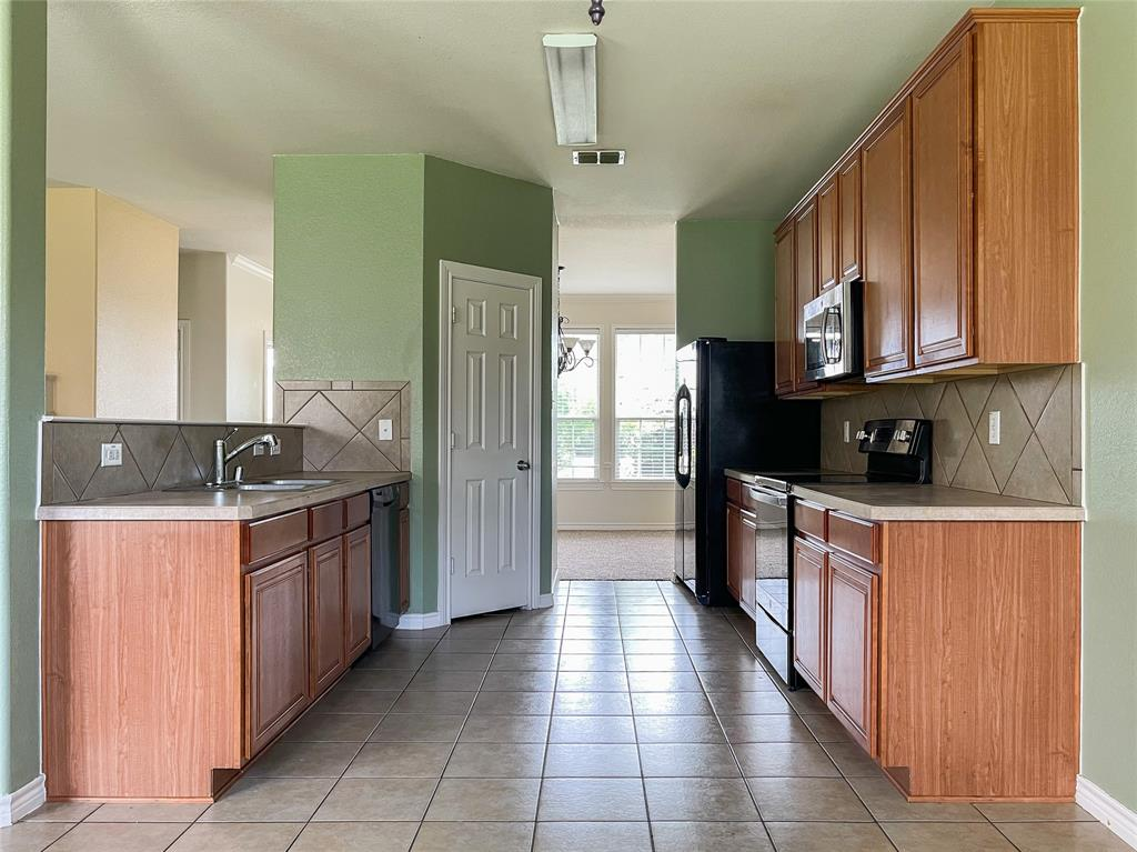 1738 Summerwood  Lane, Cedar Hill, Texas 75104 - acquisto real estate best real estate company to work for