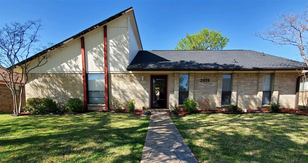 2619 Summertree  Drive, Carrollton, Texas 75006 - Acquisto Real Estate best plano realtor mike Shepherd home owners association expert