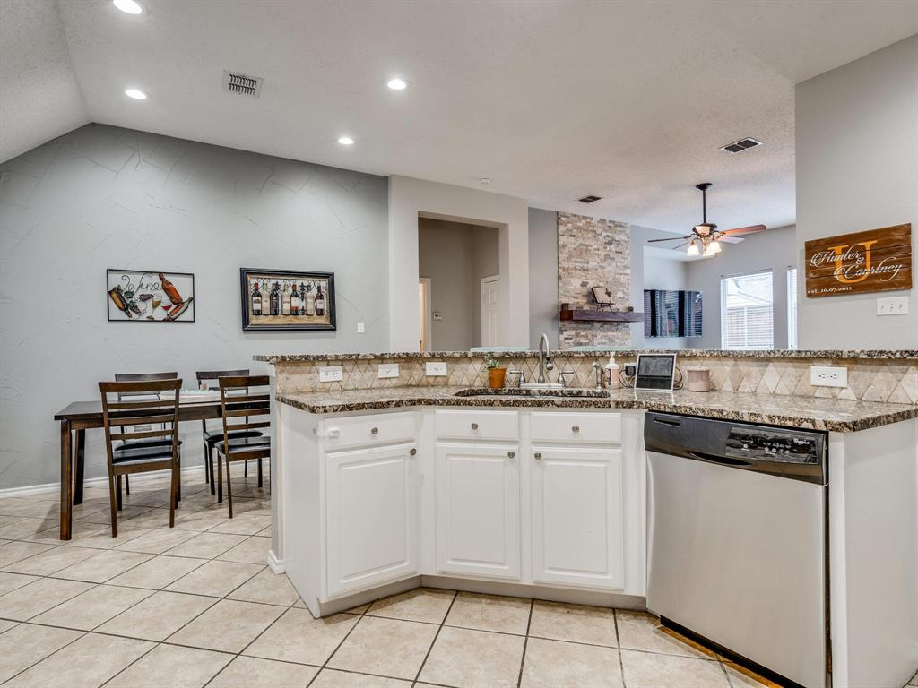 1854 Crosshaven  Drive, Lewisville, Texas 75077 - acquisto real estate best the colony realtor linda miller the bridges real estate