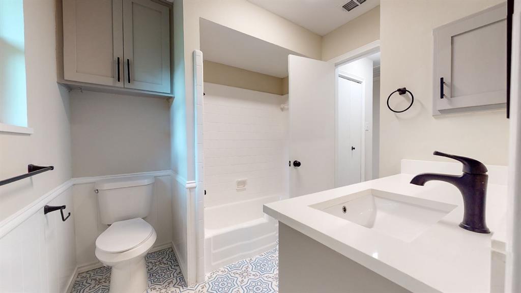 7636 Tophill  Lane, Dallas, Texas 75248 - acquisto real estate best realtor foreclosure real estate mike shepeherd walnut grove realtor