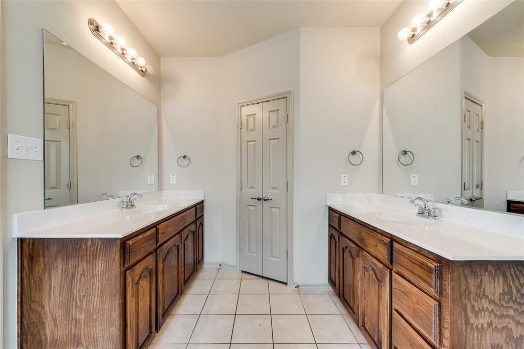 1929 Winter Hawk  Drive, Fort Worth, Texas 76177 - acquisto real estate best realtor foreclosure real estate mike shepeherd walnut grove realtor