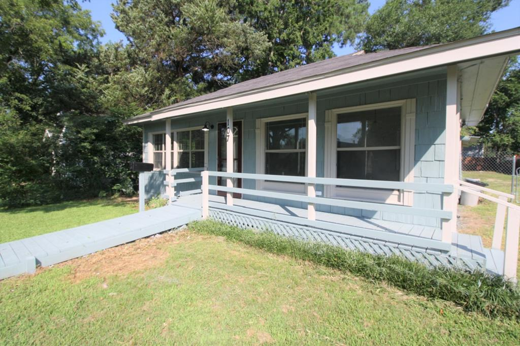 107 Westvue  Street, Terrell, Texas 75160 - acquisto real estate best the colony realtor linda miller the bridges real estate
