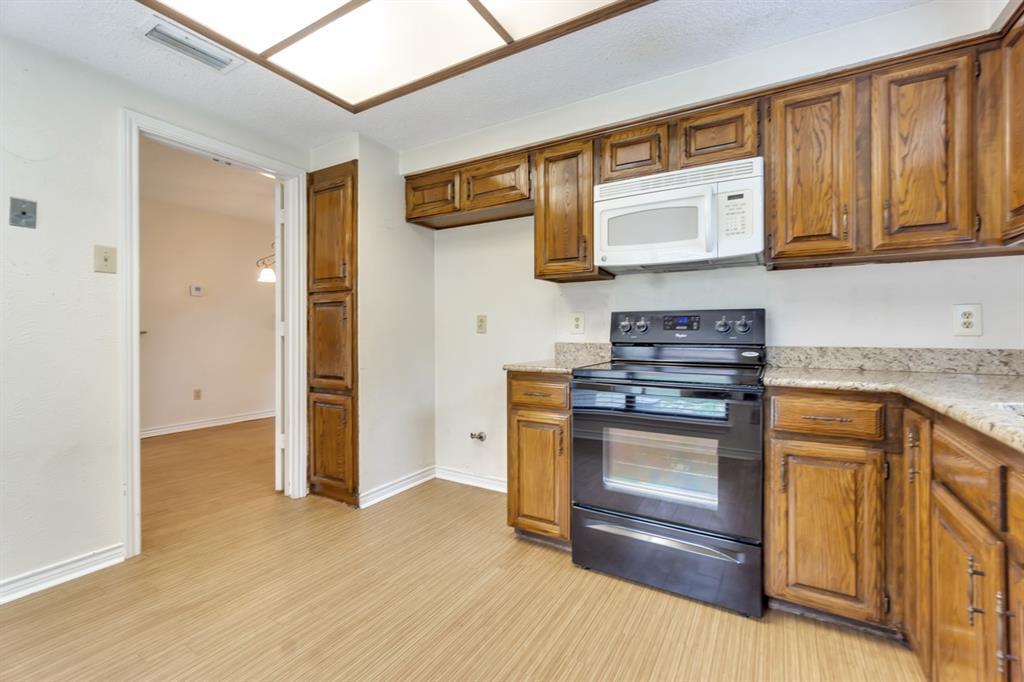 2113 Avignon  Drive, Carrollton, Texas 75007 - acquisto real estate best real estate company to work for