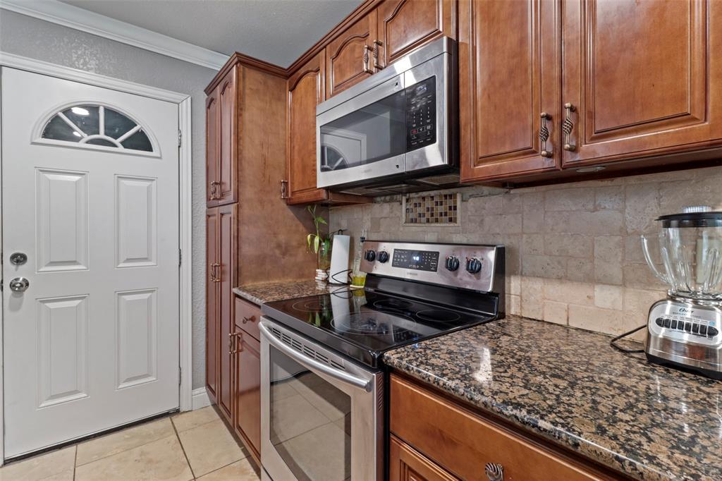 5303 Smoke Tree  Drive, Arlington, Texas 76018 - acquisto real estate best luxury buyers agent in texas shana acquisto inheritance realtor