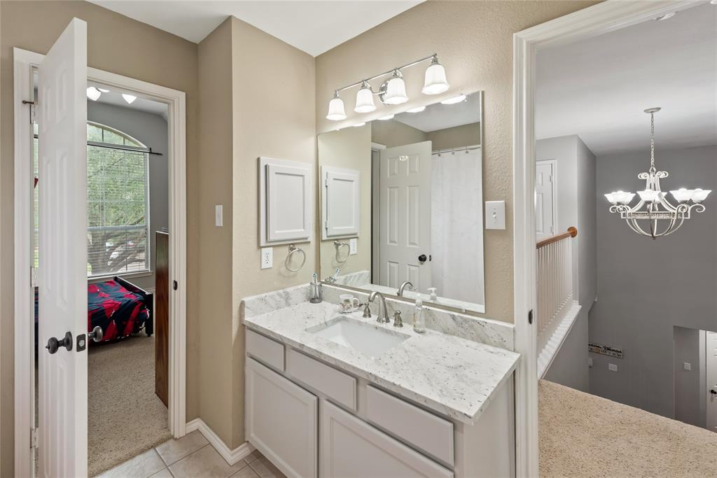 1121 Winding Creek  Drive, Grapevine, Texas 76051 - acquisto real estate best realtor foreclosure real estate mike shepeherd walnut grove realtor