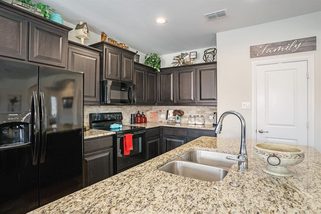1215 Burlingame  Drive, Cleburne, Texas 76033 - acquisto real estate best real estate company to work for