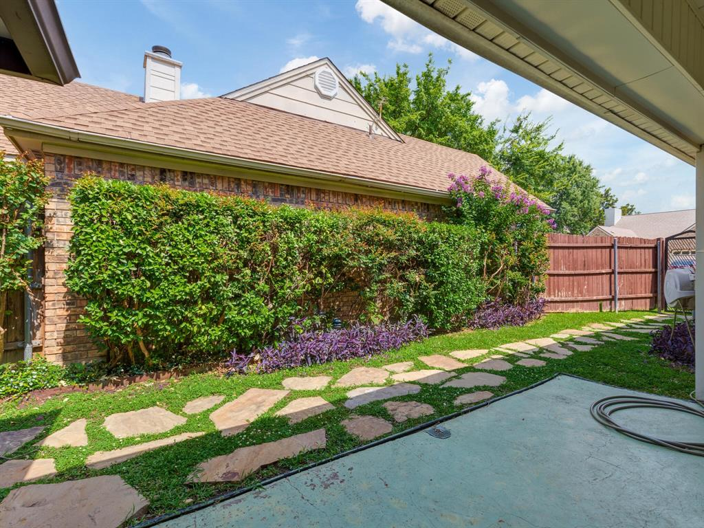 1409 Autumn Chase  Square, Bedford, Texas 76022 - acquisto real estate best negotiating realtor linda miller declutter realtor