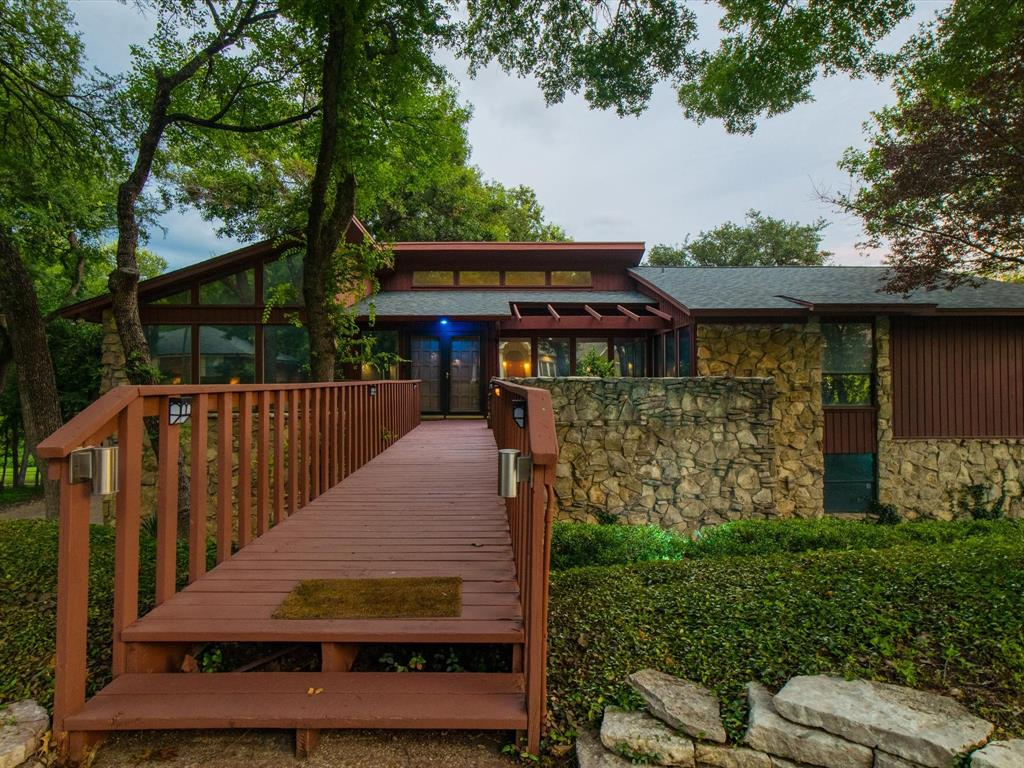 505 Oak Hollow  Lane, Fort Worth, Texas 76112 - acquisto real estate best park cities realtor kim miller best staging agent