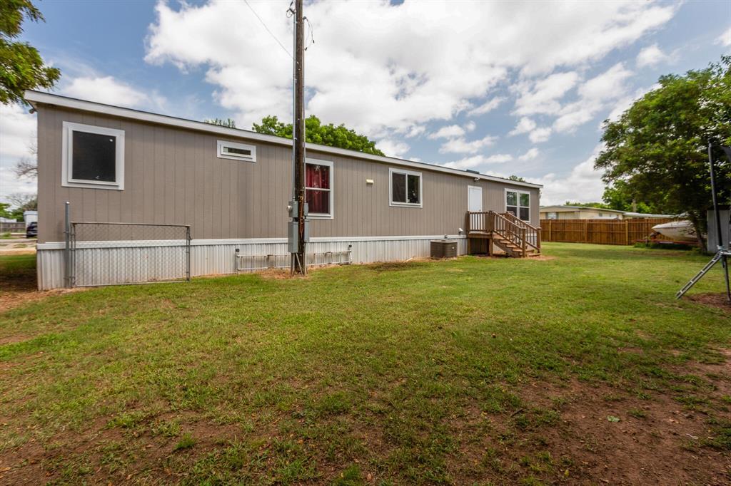 815 Whippoorwill  Drive, Granbury, Texas 76049 - acquisto real estate best negotiating realtor linda miller declutter realtor
