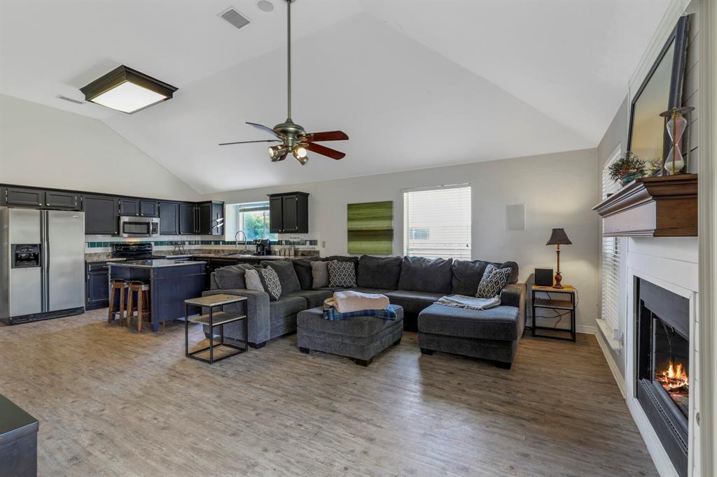 801 Bluffview  Drive, McKinney, Texas 75071 - acquisto real estate best prosper realtor susan cancemi windfarms realtor