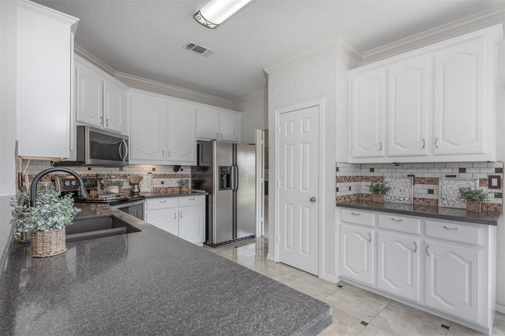 9432 Abbey  Road, Irving, Texas 75063 - acquisto real estate best new home sales realtor linda miller executor real estate