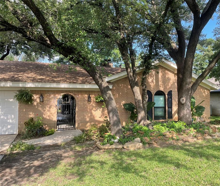 1756 Renee  Drive, Hurst, Texas 76054 - Acquisto Real Estate best plano realtor mike Shepherd home owners association expert
