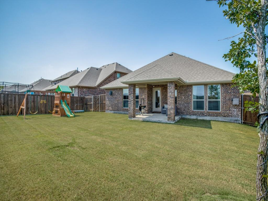 1020 Bluebird  Way, Celina, Texas 75009 - acquisto real estate best realtor foreclosure real estate mike shepeherd walnut grove realtor