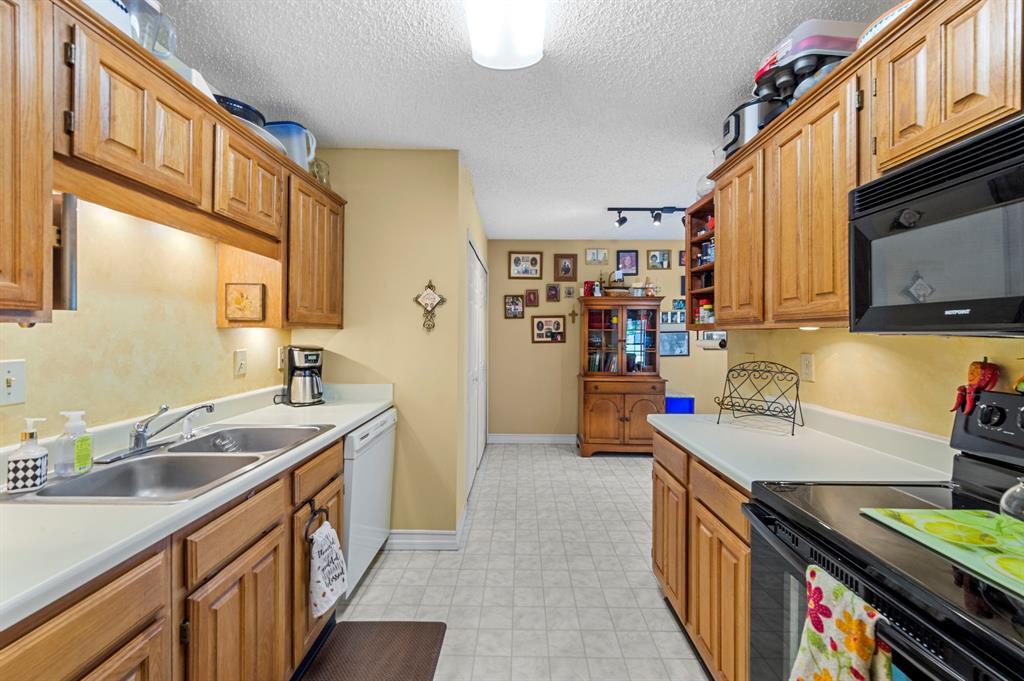 2112 Crestmeadow  Street, Denton, Texas 76207 - acquisto real estate best realtor foreclosure real estate mike shepeherd walnut grove realtor