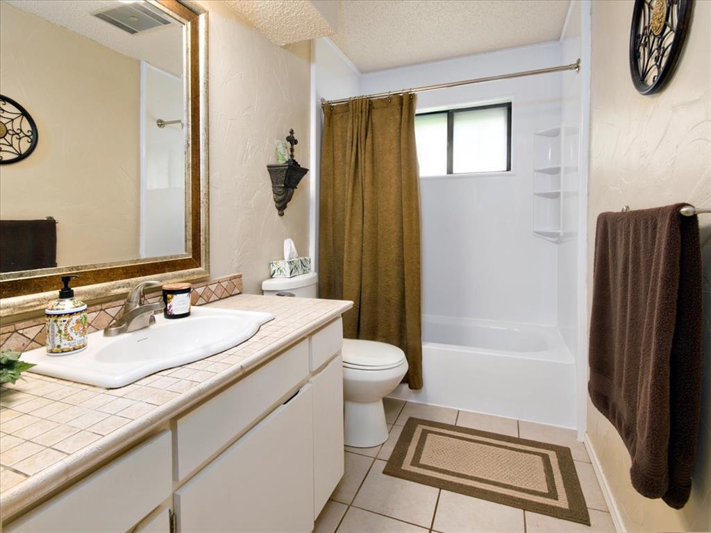 4700 Lone Oak  Drive, Arlington, Texas 76017 - acquisto real estate best realtor westlake susan cancemi kind realtor of the year