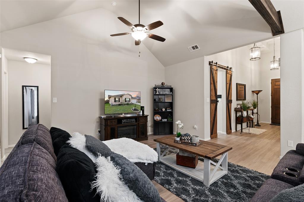 4014 Kensington  Drive, Sanger, Texas 76266 - acquisto real estate best looking realtor in america shana acquisto
