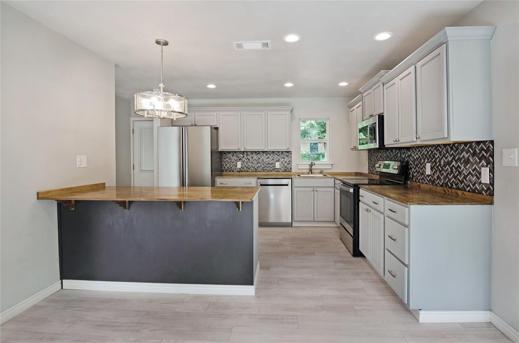 1207 Se 2nd  Avenue, Mineral Wells, Texas 76067 - acquisto real estate best prosper realtor susan cancemi windfarms realtor