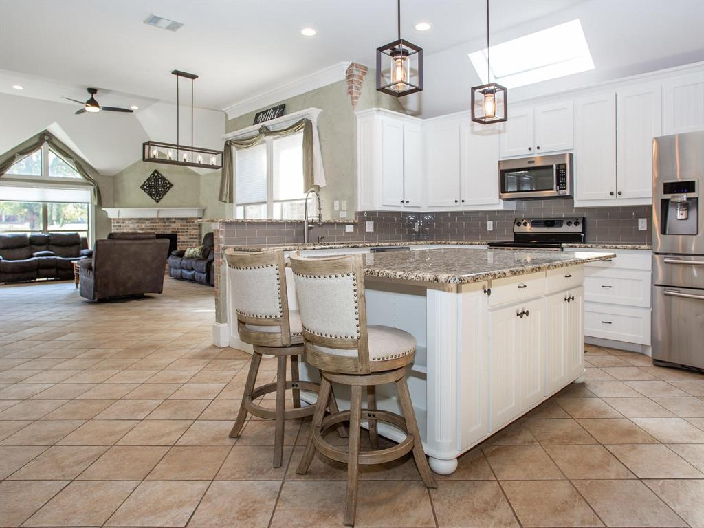 2136 Portwood  Way, Fort Worth, Texas 76179 - acquisto real estate best prosper realtor susan cancemi windfarms realtor