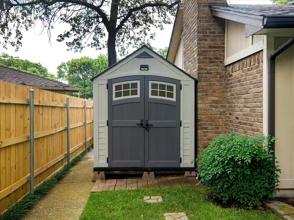 4700 Lone Oak  Drive, Arlington, Texas 76017 - acquisto real estate best plano real estate agent mike shepherd