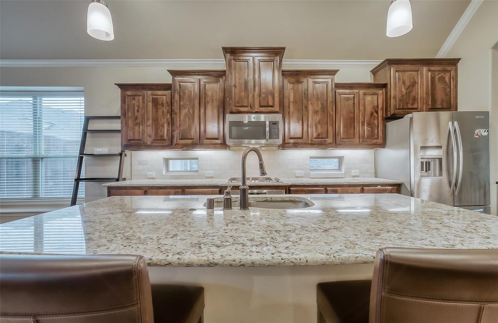 9822 Amberwoods  Lane, Frisco, Texas 75035 - acquisto real estate best negotiating realtor linda miller declutter realtor